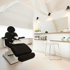 Nice and trendy treatment room Clinic Interior Design, Spa Interior, Clinic Design, Beauty Salon Interior, Spa Treatment Room, Beauty Salon Decor Treatment Rooms, Facial Room, Spa Room Decor, Esthetics Room