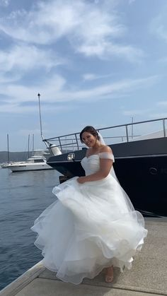 The Davi gown is the ultimate wedding dress for the bride who is wanting a contemporary skirt and a classic silhouette Wedding Dresses For Busty Brides, Bridal Dresses, Classic Wedding Gowns, Plus Size Wedding Gowns, Full Figure Wedding Dress, Dress For Chubby, Wedding Silhouette, Curvy Bride, Curvy Dress