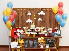 Amor a primeira vista por esta Festa Snoopy. Linda, delicada e super charmosa. Decoração Petite Partie Festas. Lindas ideias e muita inspiração! Bjs, Fabiola Teles. ... 1 Year Old Birthday Party, Fall Birthday, 1st Boy Birthday, Birthday Party Themes, Happy Birthday, Baseball Theme Birthday, Snoopy Birthday, Snoopy Party, Festa Toy Story