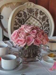 Pink rose centerpiece by Magnolia Florería