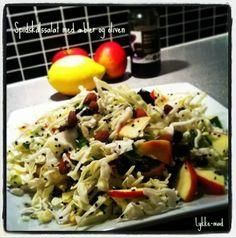 Spidskålsalat med oliven, mandler og æbler