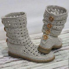 Crochet and Knitting Crochet Boots Pattern, Crochet Boot Socks, Crochet Sandals, Shoe Pattern, Crochet Slippers, Bandeau Torsadé, Crochet Flip Flops, Flip Flop Slippers, Unique Shoes