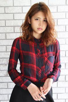 エアリー感を強調したミディアムレイヤー   心斎橋の美容室 Fiber Zoom YunoAmilyのヘアスタイル   Rasysa(らしさ)