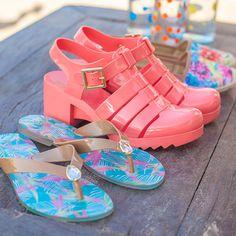 Cada dia é uma oportunidade de fazer diferente e ser feliz! #shoes #plastic #petitejolie #fashion