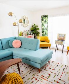 Comfortable And Modern Mid Century Living Room Design Ideas - TRENDUHOME. If it is your desire to design or decorate your living room or lounge area, then you can use ball … Colourful Living Room, Boho Living Room, Living Room Carpet, Living Room Decor, Bohemian Living, Living Room Ideas With Yellow Couch, Blue Yellow Living Room, Living Room Turquoise, Decor Room