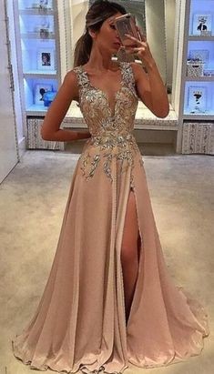 Fashion Prom Party Dresses With Beaded, Chic Long Evening Gowns, Beaded Formal Gowns Mode Prom Party Kleider mit Perlen, schicke lange Abendkleider, Perlen formelle Kleider. V Neck Prom Dresses, Grad Dresses, Prom Party Dresses, Homecoming Dresses, Dress Prom, Dresses Uk, Barbie Dress, Neutral Prom Dresses, Goddess Prom Dress