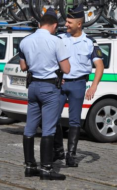 Uniformed smoking homo cop and bear