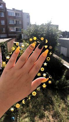 Feb 2020 - yellow nails short \\ yellow nails - yellow nails acrylic - yellow nails design - yellow nails short - yellow nails coffin - yellow nails acrylic coffin - yellow nails with glitter - yellow nails acrylic short Acrylic Nails Yellow, Yellow Nail Art, Metallic Nail Polish, Simple Acrylic Nails, Summer Acrylic Nails, Best Acrylic Nails, Acrylic Nail Designs, Spring Nails, Summer Nails