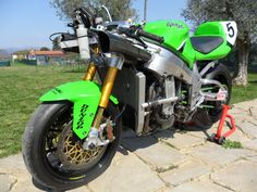 Hi guys, I'm Riccardo from Italy, i'm a great fan of old super seven and want to show you my bike i built myself screw by screw with passion . Kawasaki Motorcycles, Cars And Motorcycles, Kawasaki Zx7r, The Italian Job, Motorcycle Engine, Suzuki Gsx, Sport Bikes, Custom Bikes, Yamaha