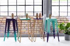 Gradient Bar Stools – Taking a seat in style Metal Stool, Wooden Stools, Second Hand Shop, Cocktail Glass, Take A Seat, Cool Diy Projects, Yard Sale, Wood And Metal, Simple Designs