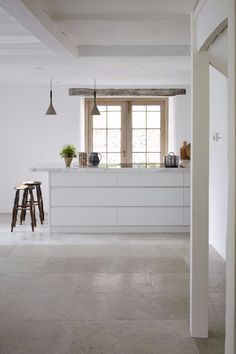 Blenheim grey brushed limestone is a hard-wearing limestone floor tile, with a blend of light mid-grey tones, ideal for creating flagstone flooring. Stone Tile Flooring, Flagstone Flooring, Stone Tiles, Kitchen Flooring, Mandarin Stone, Limestone Tile, Travertine, Kitchen Gallery, Traditional Interior