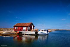 Kosterhavet is Sweden's first marine national park. It's centred around the Koster Islands, two hours north of Gothenburg   Find out more: http://www.discover-the-world.co.uk/destinations/sweden-holidays/island-escapades-koster-islands