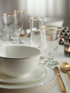 Brillo en la #mesa #menaje #vajilla #dorado #oro #mantelería #copas