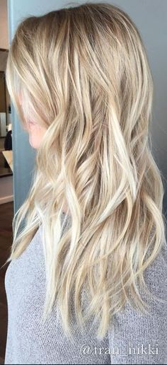 Hair Color Ideas 2018 : sandy blone hair color Discovred by : Mane Interest Sandy Blonde Hair, Blonde Hair Looks, Beach Blonde Hair, Blonde Waves, Golden Blonde, Spring Hairstyles, Cool Hairstyles, Blonde Hairstyles, Latest Hairstyles