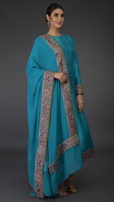 Fancy Dress Design, Stylish Dress Designs, Dress Indian Style, Indian Dresses, Kurta Designs Women, Blouse Designs, Simple Indian Suits, Latest Pakistani Dresses, Velvet Dress Designs