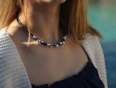 Mira este artículo en mi tienda de Etsy: https://www.etsy.com/es/listing/490001460/collar-mujer-cuero-collar-bolas-plata