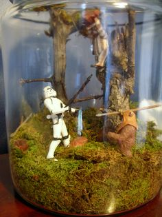 it crazy that I want Endor Terrariums for my wedding? We are nerds :) Star Wars Crafts, Star Wars Decor, Star Wars Birthday, Star Wars Party, Star Wars Bathroom, Star Wars Room, Star Wars Models, Star Wars Wedding, Garden Terrarium