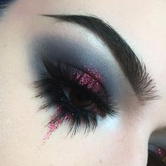 No photo description available. - Make-up - No photo description available. - Make-up - Edgy Makeup, Eye Makeup Art, Makeup Inspo, Eyeshadow Makeup, Makeup Inspiration, Gothic Eye Makeup, Foil Eyeshadow, Makeup Brushes, Prom Makeup