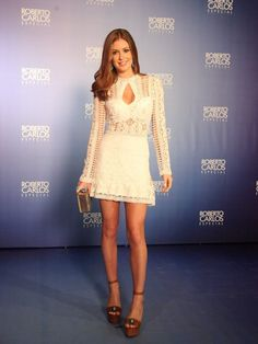 Share, rate and discuss pictures of Marina Ruy Barbosa's feet on wikiFeet - the most comprehensive celebrity feet database to ever have existed. Hoco Dresses, Summer Dresses, Formal Dresses, Moda Petite, Glamour Fashion, Celebrity Red Carpet, Sexy Skirt, White Outfits, Petite Fashion