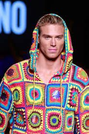 Resultado de imagen de MOSCHINO 2017 crochet