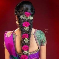 STUNNING RAJASTANI MEHNDI DESIGNS & BEAUTIFUL WOMEN | Cute Girl Bridal Hairstyle Indian Wedding, South Indian Bride Hairstyle, Indian Bridal Hairstyles, Indian Bridal Fashion, Saree Hairstyles, Wedding Hairstyles, Diy Hairstyles, Indian Wedding Photography Poses, Floral Hair
