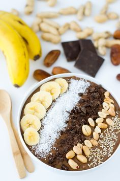 Chocolate Peanut Butter Smoothie Bowl | http://simpleveganblog.com/chocolate-peanut-butter-smoothie-bowl/