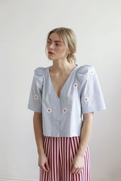 Boxy top with short puff sleeve in our Flower Embroidery on organic cotton poplin. Also available in Lavender Stripe & Off White Poplin. Boho Fashion, Vintage Fashion, Fashion Outfits, Womens Fashion, Contemporary Fashion, Spring Summer Fashion, Dress To Impress, What To Wear, Ready To Wear