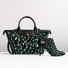 Le Pliage Héritage offers an elegant design, while the play of materials adds a unique touch.