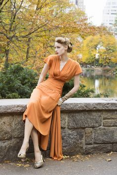 Paper Mothball Vintage, vintage 1940s dress pinup fashion, fall, autumn, changing leaves