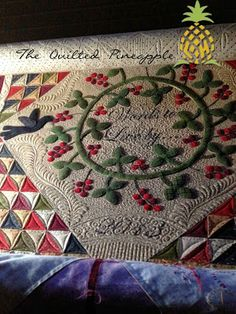 THE QUILTED PINEAPPLE: Words To Live By Quilt quilted by Linda Hrcka