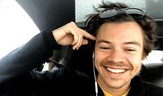 Harry is art Harry Styles Gf, Harry Styles Photos, Harry Edward Styles, Mr Style, Style Icons, Beautiful Men, Beautiful People, Louis And Harry, Harry Harry