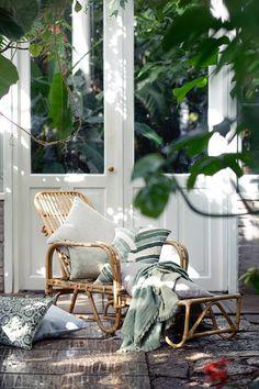 Eight Modern Urban Jungle Patio Ideas @idlehandsawake