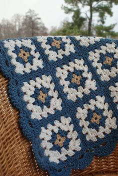 34 Ideas crochet granny square blanket boy colour for 2019 Crochet Blanket Edging, Crochet Quilt, Granny Square Crochet Pattern, Crochet Squares, Knit Or Crochet, Crochet Granny, Crochet Motif, Crochet Crafts, Crochet Stitches