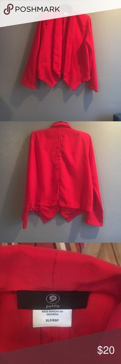 """Women.  ( Petite.) XL.  Lightweight Blazer worn 1 Very lightweight.     Drops long at font  For those women who want. A cute blazer For those Still. Hot warm days in the office. This is your blazer  true red Flap collar , Tape pockets Long sleeve can. Be rolled up for a second look . Light. Shoulder pads. 100 percent polyester. Length 26  arm. Length 25.   Model 5""""9 205 lbs. yes.  &.  This petite.    Sz was. Perfect.  Even on a tall personn😍.    Bundle.   Check out.  Other colors.   😘cute…"""