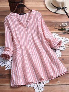 Casual Plaid V-Neck Long Sleeve Plus Size Shirt can cover your body well, make you more sexy, Newchic offer cheap plus size fashion tops for women. Kurta Designs, Blouse Designs, Plus Size Shirts, Plus Size Blouses, Casual Dresses, Fashion Dresses, Girls Dresses, Business Dresses, New Dress