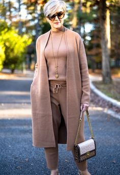 Stylish Outfits For Women Over 50, Clothes For Women Over 50, Over 50 Womens Fashion, Fashion Over 50, Fall Fashion, Fashion Women, Thanksgiving Fashion, Dress Up Jeans, Monochrome Outfit