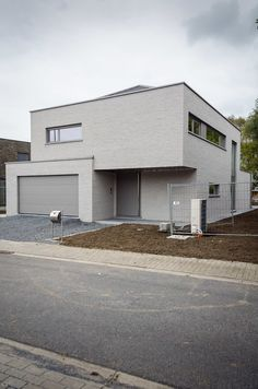 architectenvennootschap arch_ID — Verbouwing hoeve tot ééngezinswoning Villas, Flat Roof House, House Paint Exterior, House Inside, House Painting, Home Interior Design, Home Projects, Future House, Modern Architecture