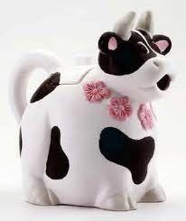 You say Grama is not the only owner of a Cow Teapot? Cow Ornaments, Cow Kitchen Decor, Tea Pot Set, Tea Sets, Teapot Design, Cute Teapot, Teapots And Cups, Teacups, Cow Art
