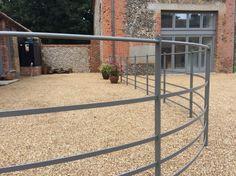 Yard Fence Garden Railings, Patio Railing, Gates And Railings, Garden Fencing, Farm Gate, Farm Fence, Terrace Design, Garden Design, Door Canopy Modern