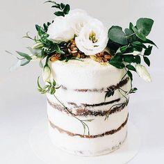 Beautiful rustic naked cake It's Friday friends time to indulge! Beautiful rustic naked cake love detailed It's Friday friends time to indulge! Pretty Cakes, Beautiful Cakes, Amazing Cakes, Nake Cake, Bolo Cake, 16 Cake, Wedding Cake Alternatives, Cake Trends, Rustic Cake