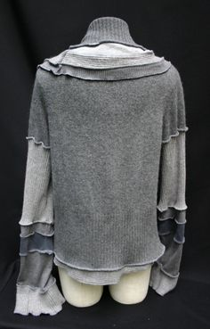 Grey chaos short cardigan Size Large ecofriendly by SolmodeDesign