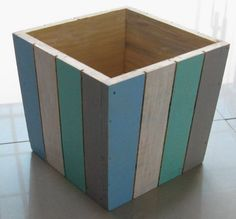 Neat idea for a planter using scrap lumber - Easy Diy Furniture Wooden Planters, Diy Planters, Planter Boxes, Small Wood Projects, Scrap Wood Projects, Diy Projects, Outdoor Crafts, Outdoor Projects, Diy Furniture Easy