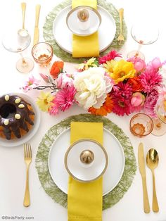 A Modern Easter Floral Brunch - with lots of creative ideas for tablescape decor, brunch food recipes, drinks and a mimosa bar cart styling! by BirdsParty @BirdsParty
