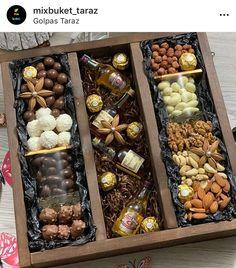Christmas Food Gifts, Holiday Gifts, Christmas Diy, Gift Hampers, Gift Baskets, Wedding Favors For Principal Sponsors, Grazing Food, Principal Gifts, Edible Bouquets