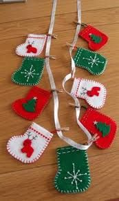 Got an idea: Felt Christmas garland Felt Christmas Stockings, Christmas Bunting, Felt Christmas Decorations, Felt Christmas Ornaments, Christmas Sewing, Christmas Love, Handmade Christmas, Diy Ornaments, Beaded Ornaments