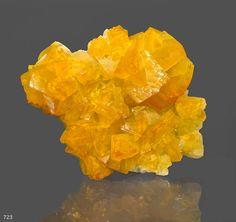 Smithsonite var Cadmiosmithsonite. Tsumeb Taille=9 cm Ex collection Sussman / Photo John Schneider