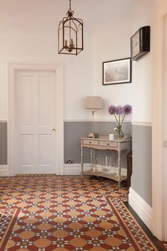 44 Edwardian Hallway to Beautify Your Home Interior Edwardian Staircase, Edwardian Hallway, Edwardian House, Victorian Homes, Edwardian Style, Dado Rail Hallway, Tiled Hallway, Grey Hallway, Hallway Paint