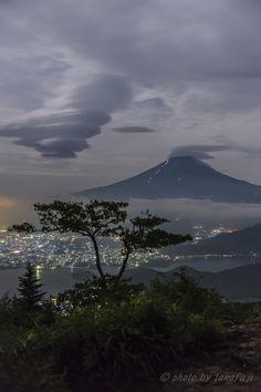 妖雲, Mt Fuji, Kawaguchi-Lake, Yamanashi, Japan, by Takafuji.