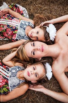Mother and her twin daughters lying down on the grass by aremafoto Stocksy United Mom Daughter Photography, Mommy Daughter Pictures, Mother Daughter Pictures, Baby Girl Photography, Family Photography, Mother Daughters, Sister Photos, Daddy Daughter, Mother Son
