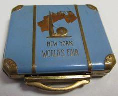 Antique 1939 NEW YORK WORLDS FAIR MAKEUP COMPACT